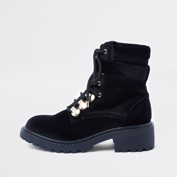 ri black lace up